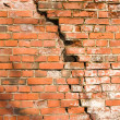 Brick wall with a large crack — Lizenzfreies Foto