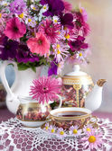 Still Life with flowers and tea — 图库照片