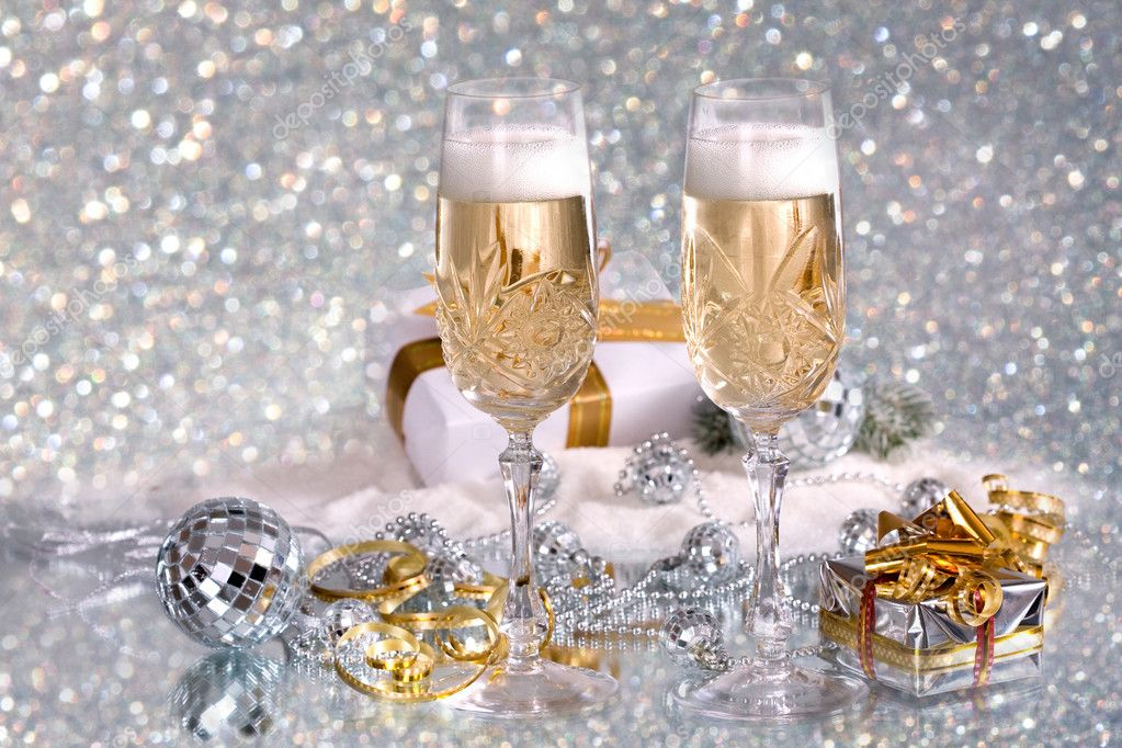 Glasses of champagne with gold ribbon gifts  — Stock Photo #2471013