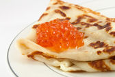 Russian pancake with red caviar — Stock Photo
