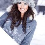 jonge mooie vrouw buiten — Stockfoto