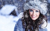 Winter portrait of woman — Stockfoto