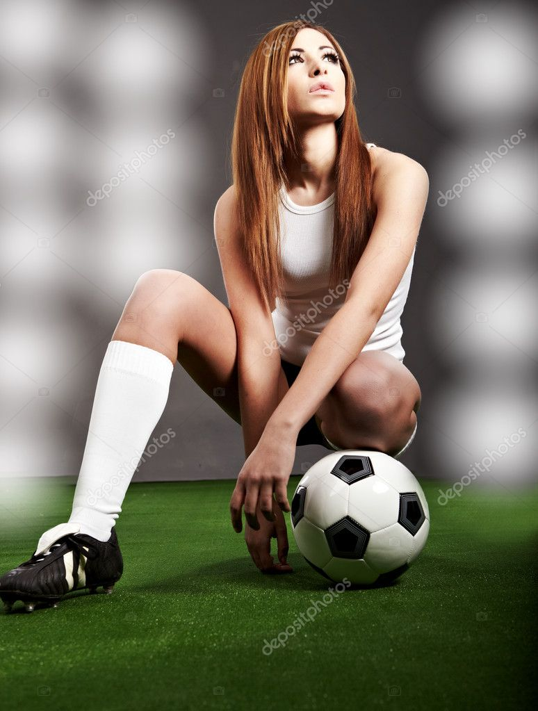 Sexy soccer player, woman on playing field — Lizenzfreies Foto #2029162