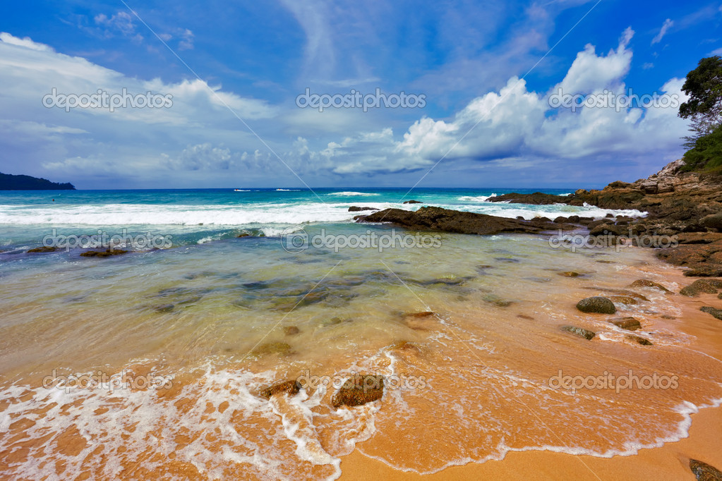 Stones tropical beach. Phuket island. Thailand — Stock Photo #1583676