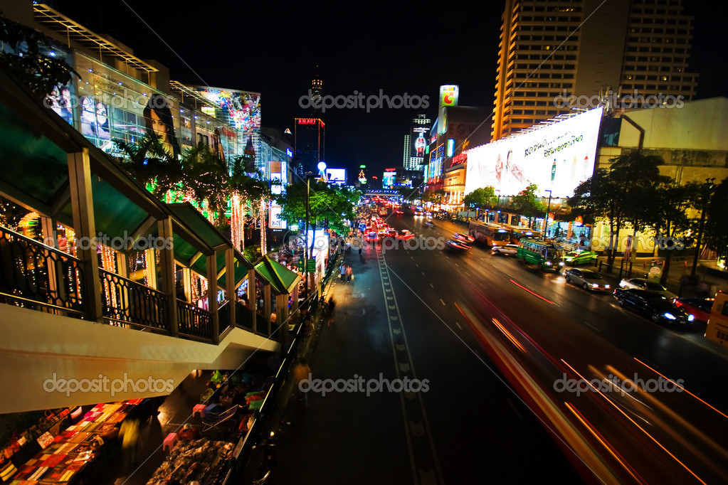 BANGKOK - 22 DECEMBER: Night illumination of Bangkok, the capital of the Kingdom of Thailand on the eve of Christmas on 22 December 2007.  — Stock Photo #1642667
