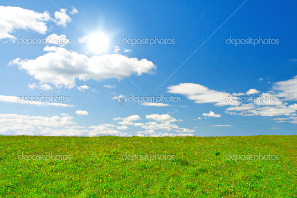 Green hill under blue cloudy sky whit sun — Stock Photo #1617402