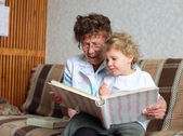 Grandmother reading book to the granddaughter — Stock Photo