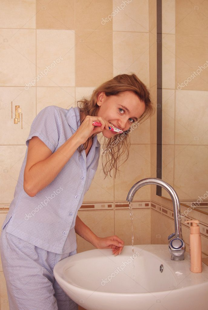Beautiful woman cleans a teeth — Stock Photo #1851889