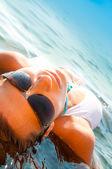 Vackra spa kvinna med lilly — Stockfoto