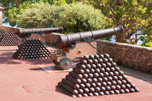 Cannon and cannon balls. Monaco — Stock Photo