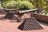 Cannon and cannon balls. Monaco — Stock Photo