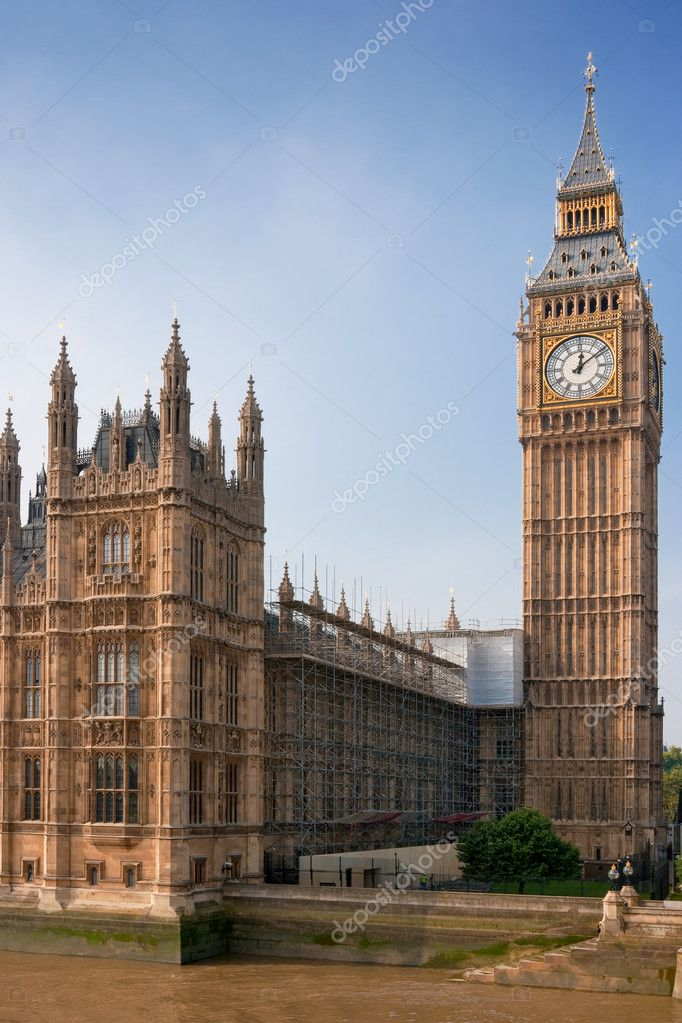 Houses of Parliament, Big Ben, and Thames river. London, UK — Stock Photo #1820540