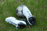 Soccer sportshoes & ball — Stockfoto