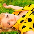 Girl lays on lawn — Stockfoto