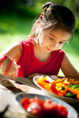 Girl is surprised to tasty vegetables — Stock Photo