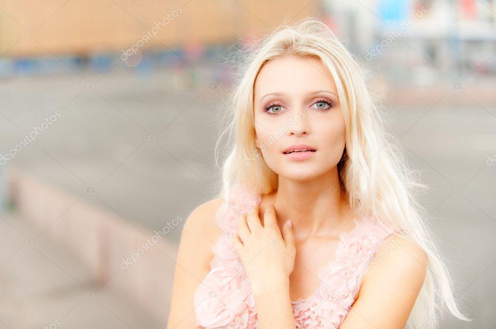 Черно белые картинки девушек со спины брюнетки