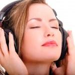 Girl in headphones — Stock Photo