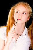 Porträtt av ung blondin — Stockfoto