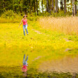 Girl runs to river — Stock Photo