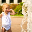 Baby at park fountain - Lizenzfreies Foto