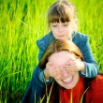 Mum and daughter play — Stock Photo