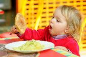 Portrét s snídaně dítě. — Stock fotografie