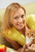 The girl with a kitten — Stock Photo