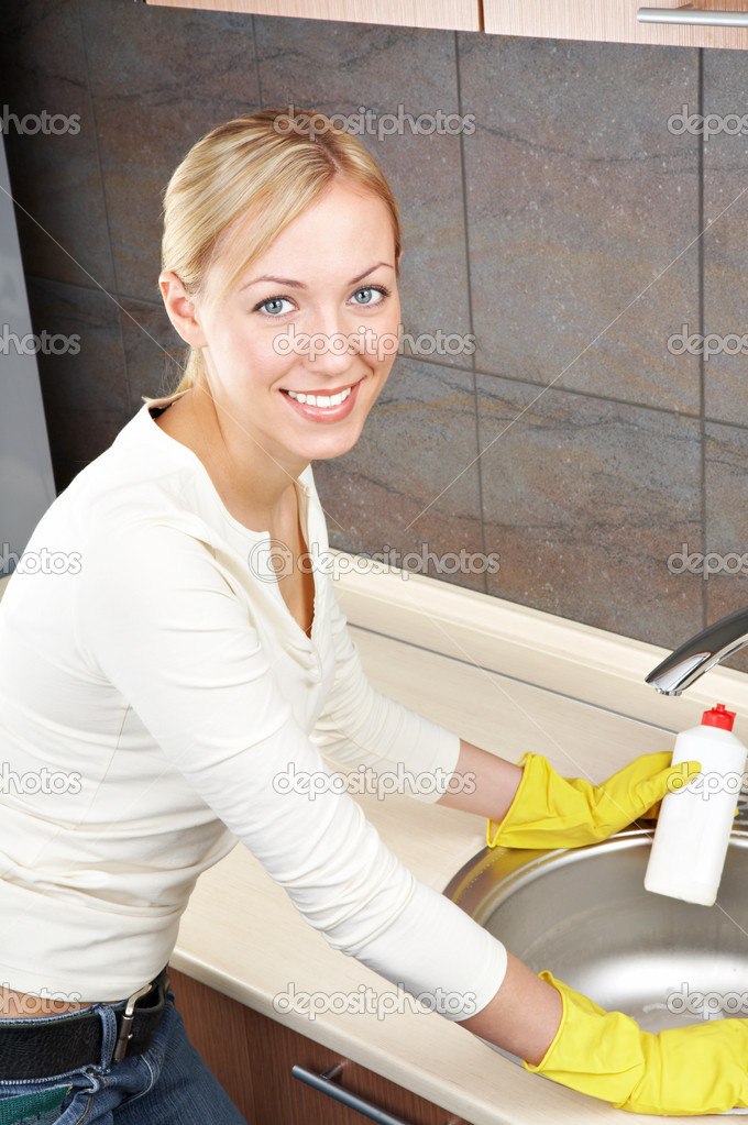 The smiling blonde is engaged in kitchen cleaning — Stock Photo #1904468