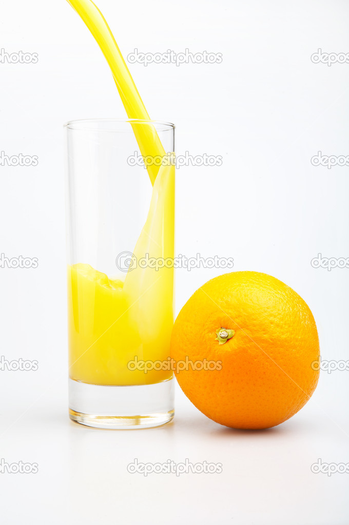 Glass of juice and orange on a white background — Stock Photo #1904758