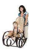 Sallanan sandalye ile aile — Stok fotoğraf