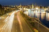 Luz del kremlin y tráfico — Foto de Stock