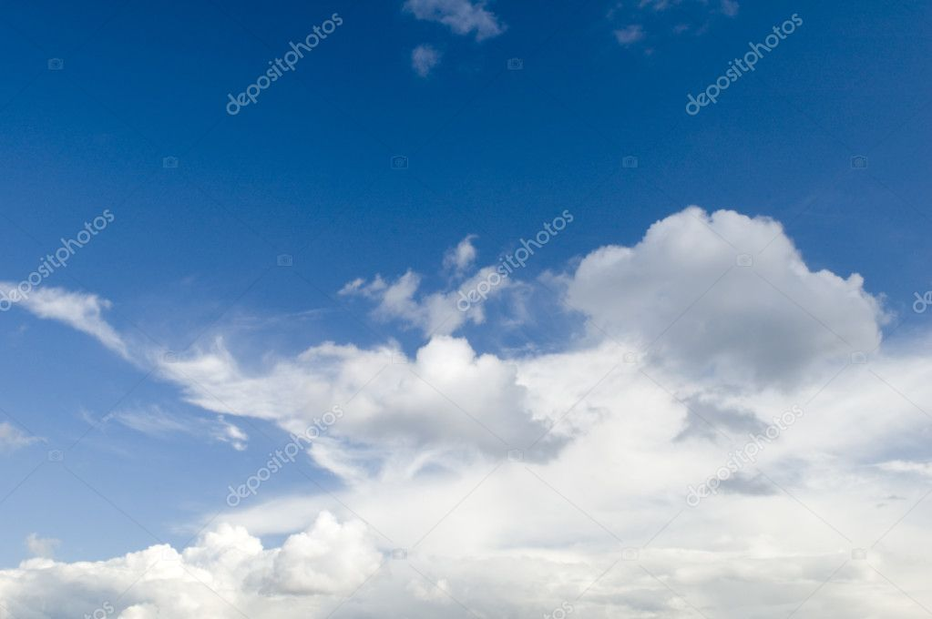 Fleecy clouds grey clouds and blue sky — Stock Photo #1813907