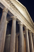 Fassade der Pantheon in Rom Italien — Stockfoto