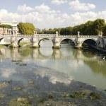 River Tiber with bridge — Stock Photo #1891384