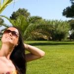 Young beautiful woman enjoying the sun — Stock Photo