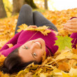 Young beautiful woman in the park — Stock Photo