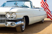 Classic white Cadillac at the beach — Stock Photo