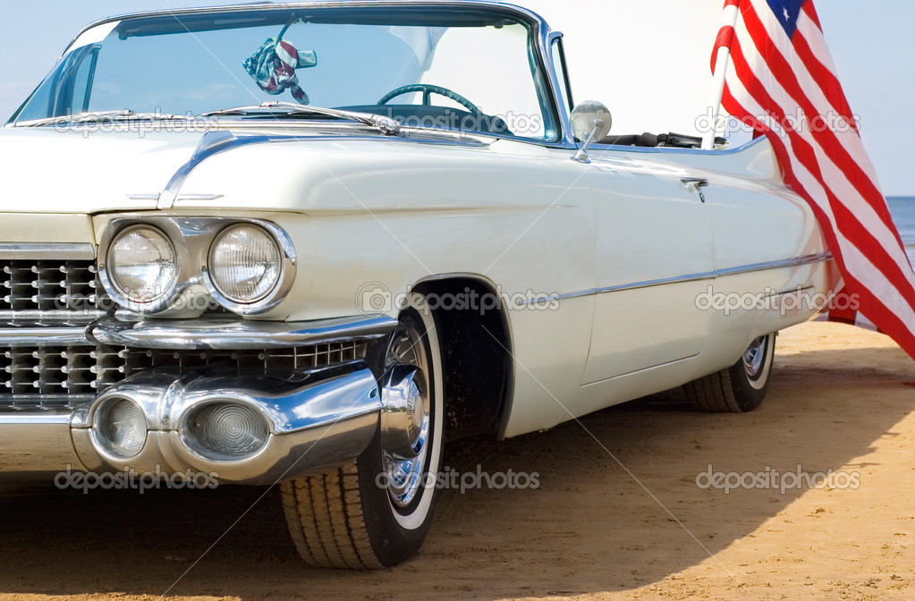 Classic white Cadillac at the beach with American flag — Stock Photo #1693430