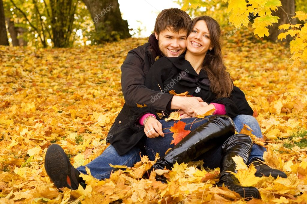 Happy couple outdoors — Stock Photo #1694763