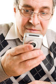 Senior man typing on mobile phone — Stock Photo