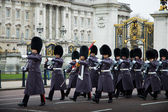 Guardie a buckingham palace — Foto Stock