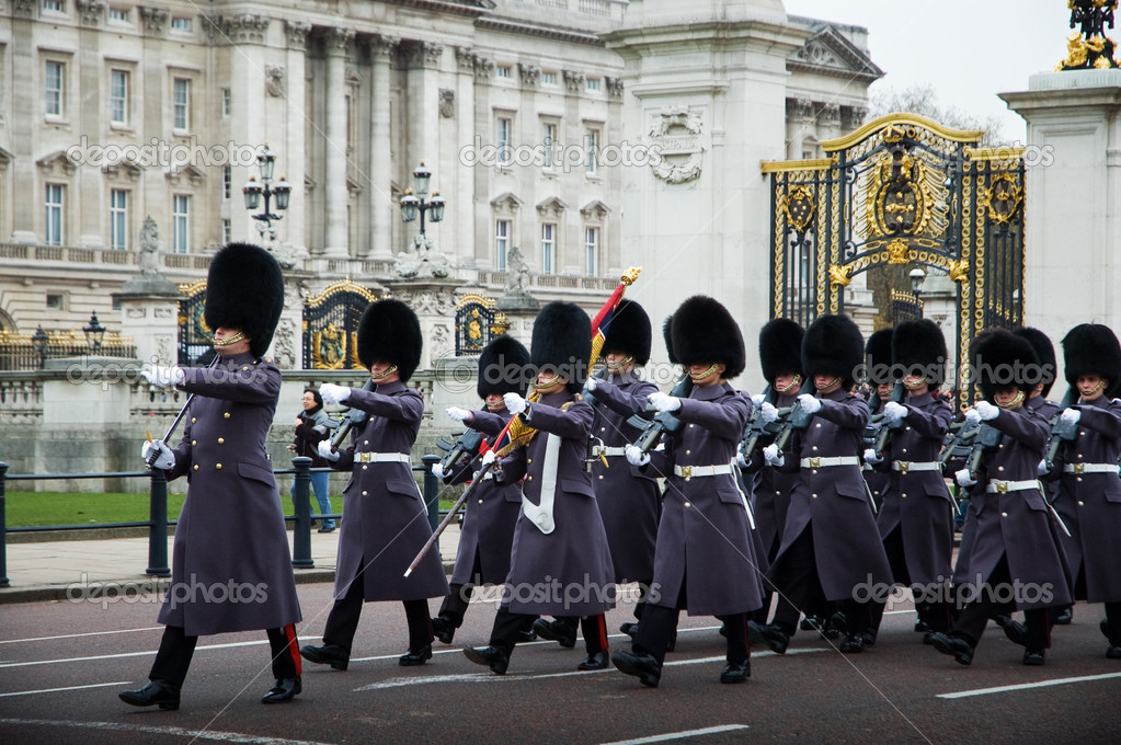 The Changing of the Guards at Buckingham Palace — Stock Photo #1725960