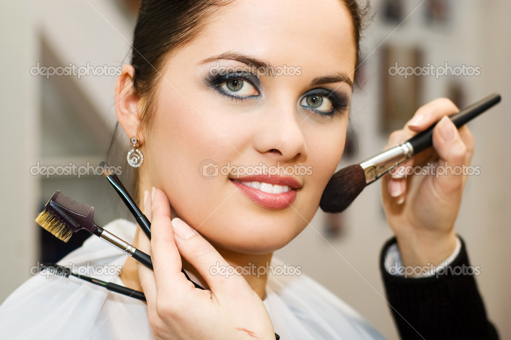 Young woman in the beauty salon — Stock Photo #1727176