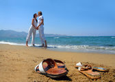 Young attractive couple at the beach — Stok fotoğraf