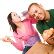 Young man and young woman eating pizza — Stockfoto