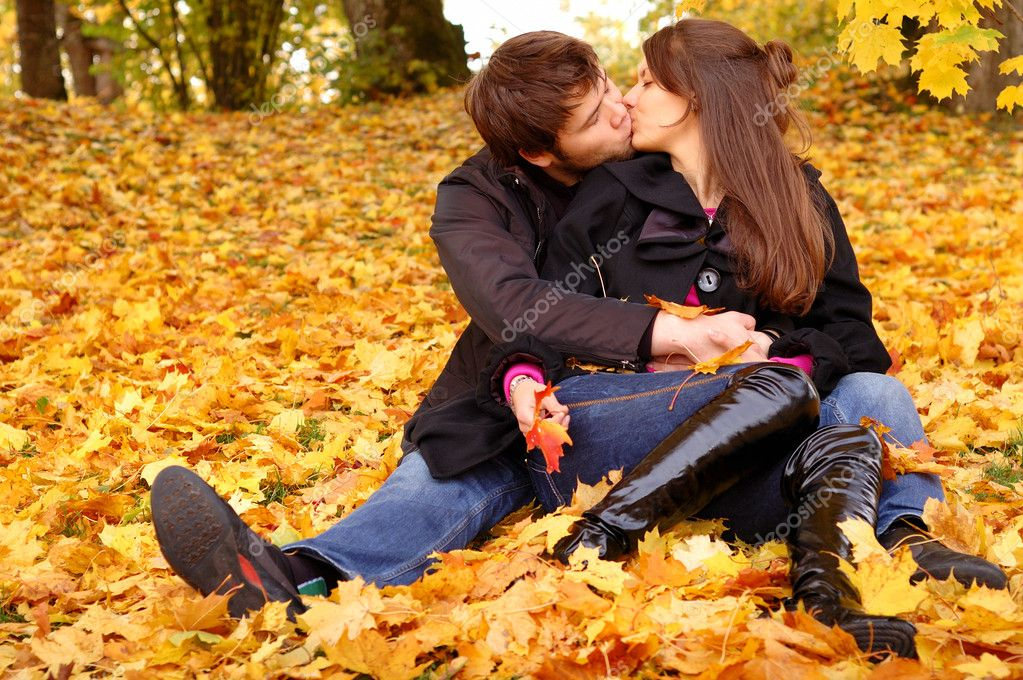 Happy couple outdoors — Stock Photo #1969141