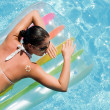 Young woman in the pool - Foto Stock