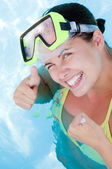 Krásná usměvavá žena potápěč — Stock fotografie