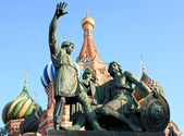 Blessed basil cathedral and Statue — Stock Photo