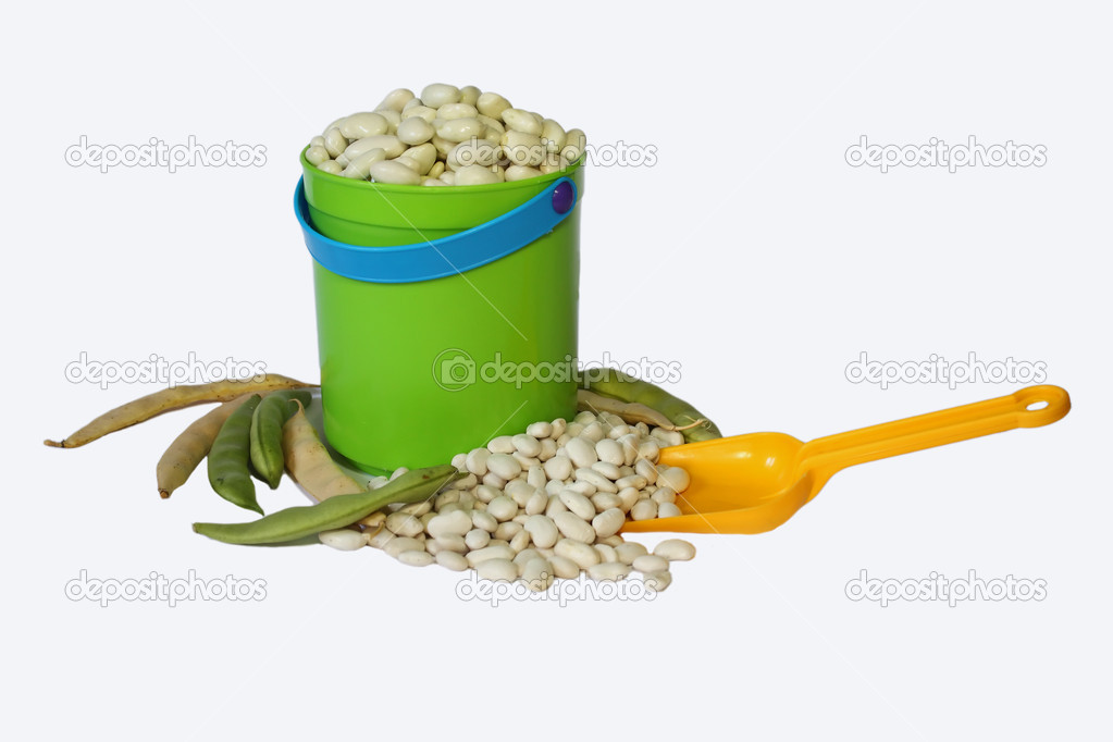 Beans in a plastik bucket — Stock Photo #1601835
